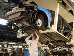 Японские автозаводы будут работать по очереди