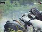 Фрагмент разбившегося в Перми самолета. Кадр «Вести 24» Фото с сайта lenta.ru
