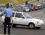 Украинских водителей теперь сдерживает угроза съемки и новых штрафов  Фото: АР
