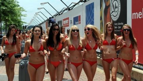 Парада купальников, прошедшего в Йоханнесбурге, Южная Африка претендуют на мировой рекорд