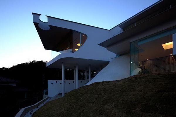 Резиденция от EASTERN Design Office в Takarazuka-city, в префектуре Хьего