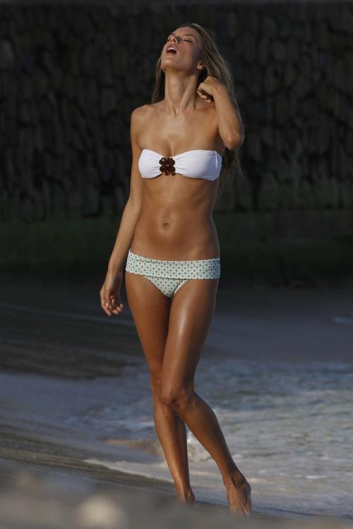 Алессандра Амброзио Alessandra Ambrosio в одном из номеров журнала Vogue Homem Brazil