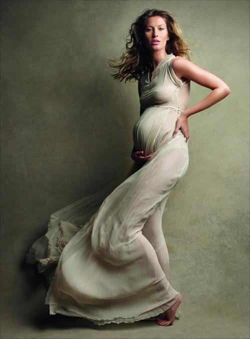 Жизель Бюндхен в апрельском Vogue USA