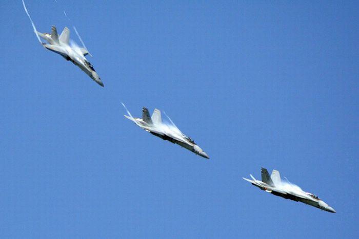 Фото истребителей преодолевающих звуковой барьер
