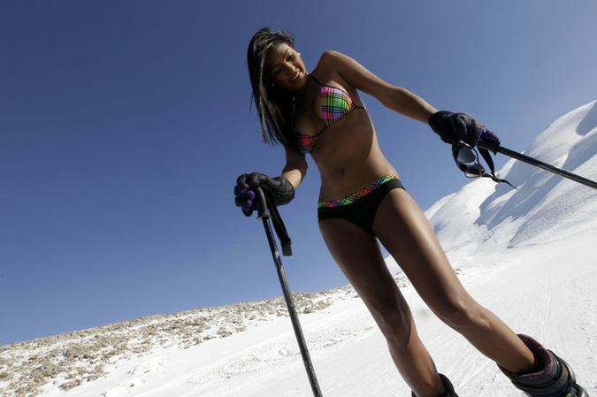 Венесуэльские модели позируют в купальниках на ливанском курорте