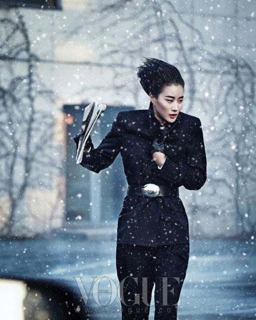 Фотосессия модели  Lee Hyun Yi в Vogue Korea