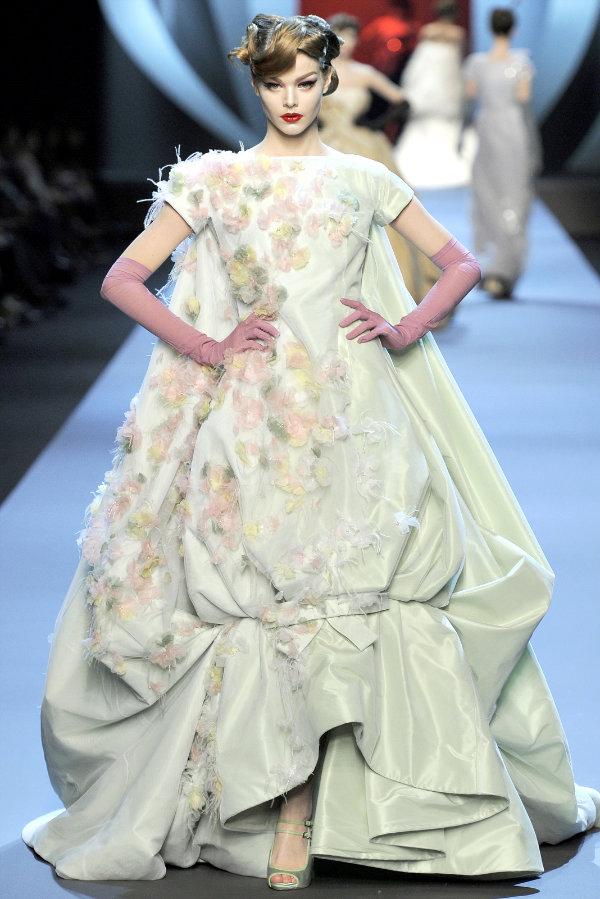 Dior открыл Неделю высокой моды в Париже