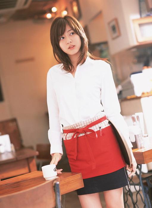 Официантка Yumi Sugimoto Юми Сугимото
