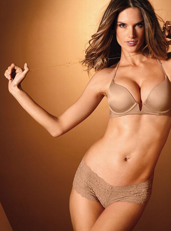 Алессандра Амбросіо в каталозі Victoria's Secret. Фото Alessandra Ambrosio