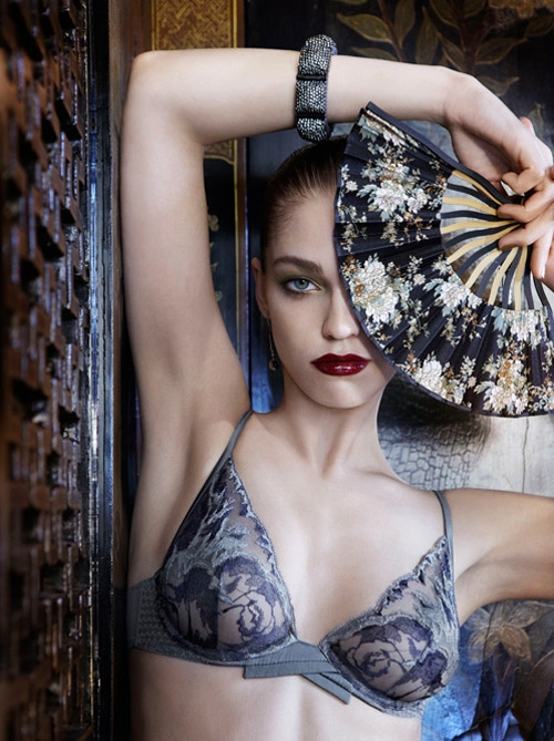 "Білизна La Perla ""Oriental Suite"" осінь-зима 2012-13 Lingerie. Фото моделі Samantha Gradoville"