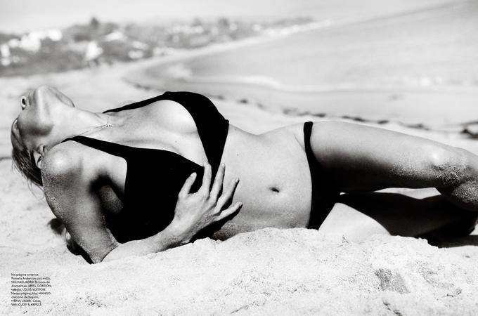 Памела Андерсон для Vogue Brazil. Pamela Anderson в бікіні