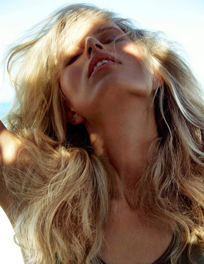 Каролина Куркова в журнале Madame Figaro. Фото в бикини Karolina Kurkova