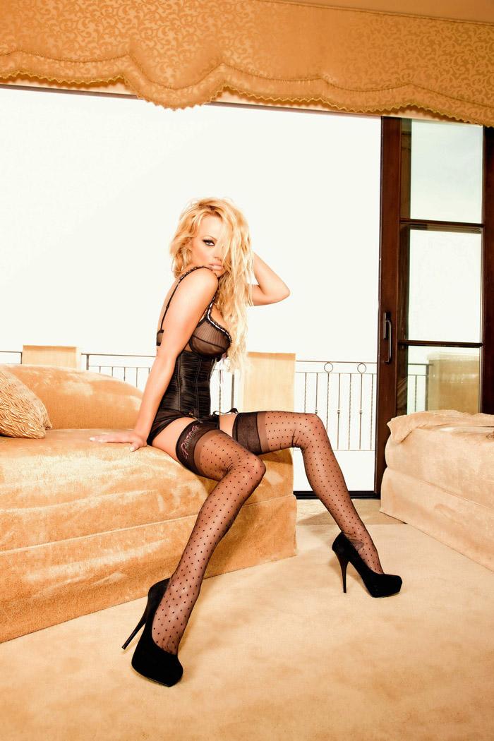 Памела Андерсон Реклама нижнего белья Secrets in Lace. Снова фото с неувядающей Pamela Anderson