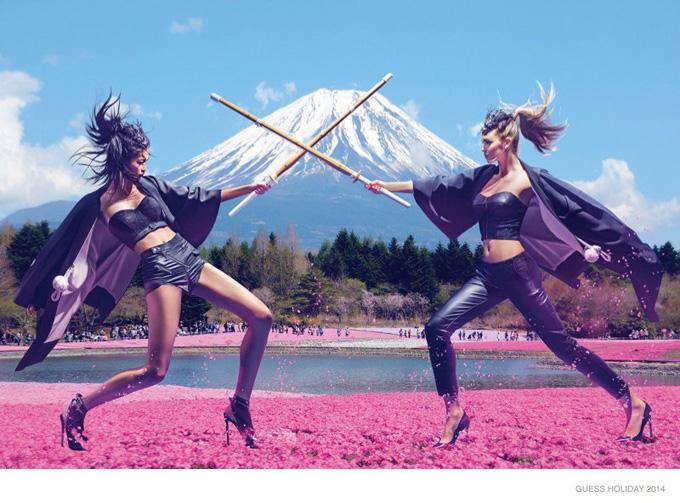 Путешествие в Японию с Guess. Фото в Японии Megan Williams и Karmay Ngaia
