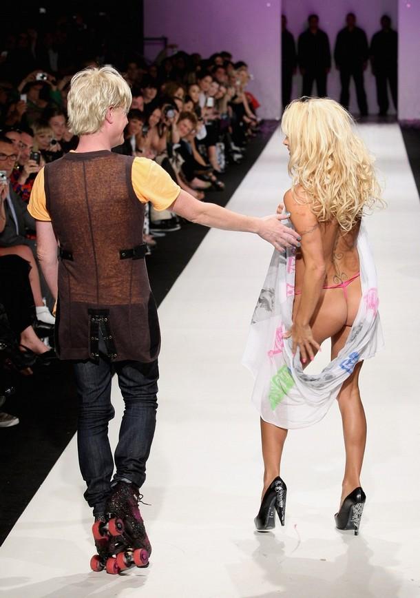 """Памела Андерсон Pamela Anderson презентовала свою новую коллекцию одежды """"A Muse"""""""
