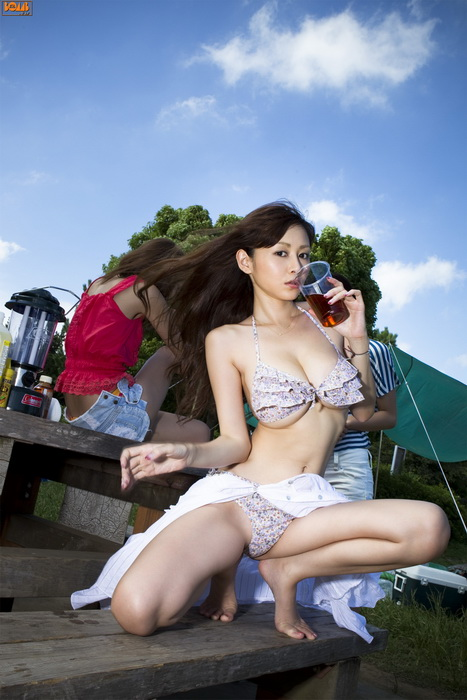 Фотосессия красотки из Японии Anri Sugihara с подружками