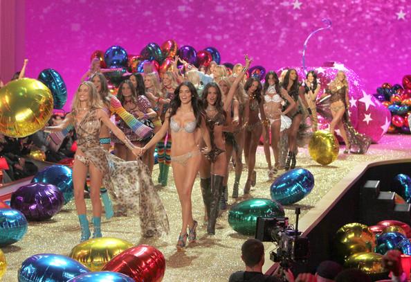 Шоу Victoria`s Secret 2010.