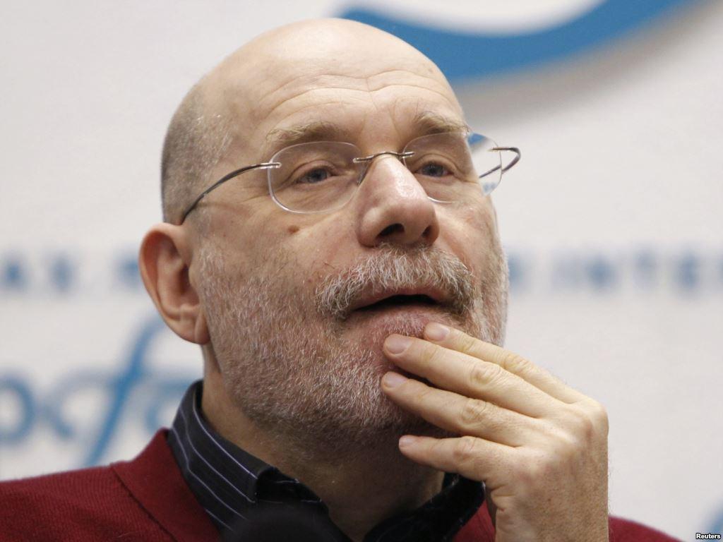 Писатель Борис Акунин рассказал о визите следователей в его квартиру