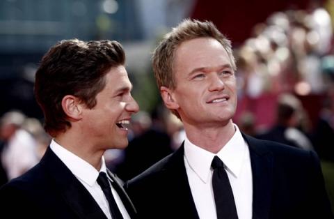 Нил Патрик Харрис (Neil Patrick Harris) и Дэвид Бертка (David Burtka) из сериала «How I Met Your Mother».