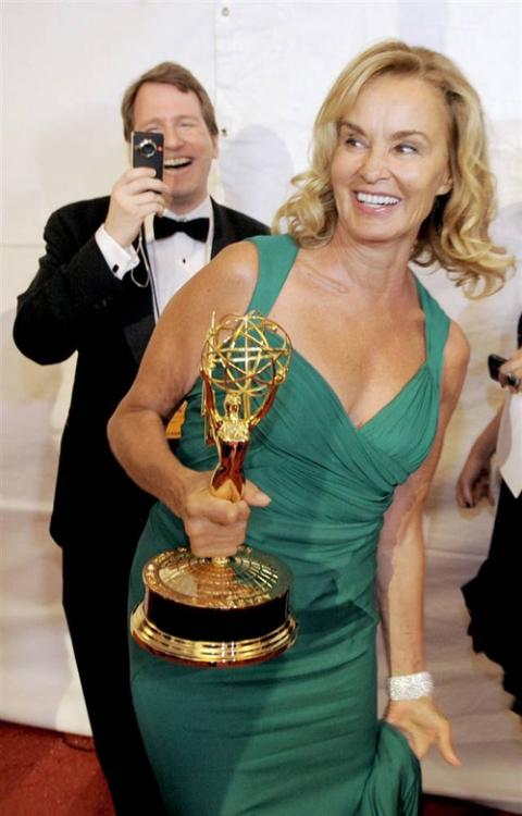 Лучшая актриса мини-сериала — Джессика Ланж Grey Gardens.