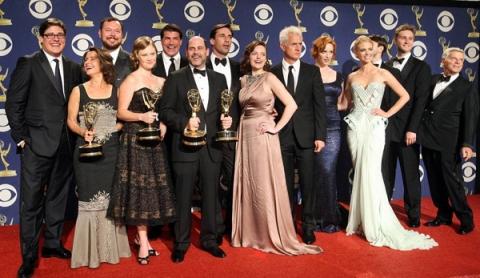 Лучший драматический сериал — «Безумцы» Mad Men.