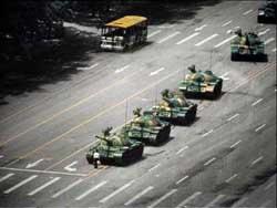 Человек с площади Тяньаньмэнь