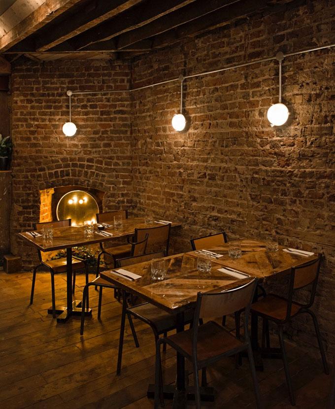 Уютный ресторан Fire and Feathers в Челси